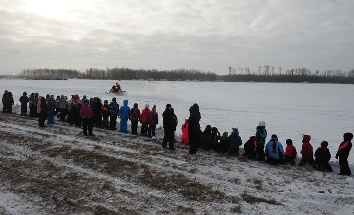Plummer MN school let out for the USXC I-500. Photo: ArcticInsider.com